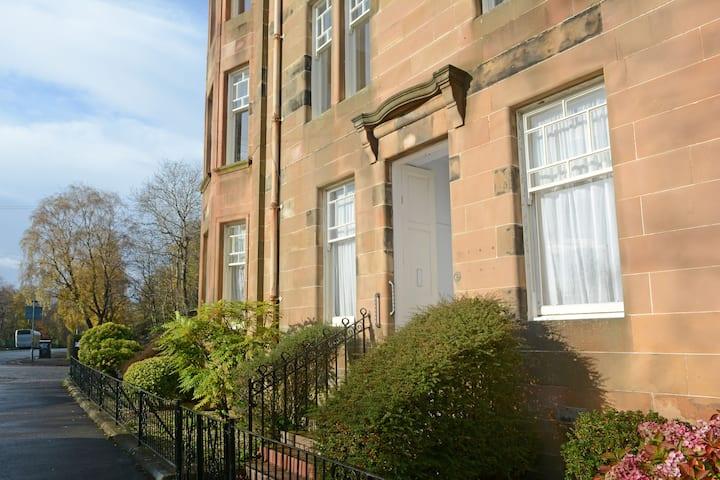 Spacious Victorian main door flat