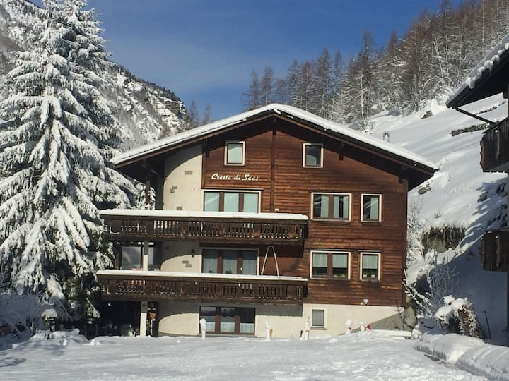 Studio in ski/mountainhiking-area.