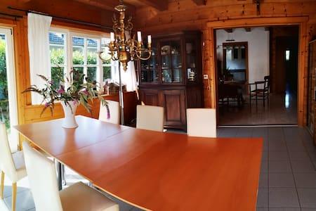 Familien Chalet  Ferienhaus 140 m2  am Zürichsee