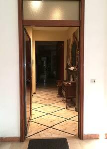 la larghezza della porta è di un metro