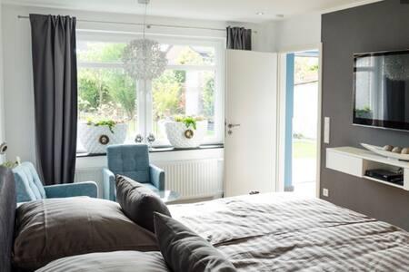Stufenloser Zugang zum Bad in die Küche in den Wohnraum sowie Flur