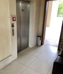 Entrada do elevador no térreo
