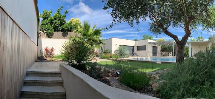 La villa cachée pour 8 personnes avec piscine
