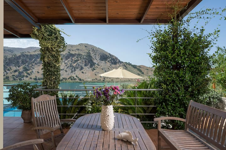 Bluefairy villas with the lake view