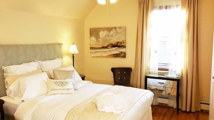"""Gîte Au Bois Joli, room 2 – """"Rêverie"""""""