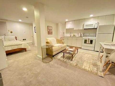 Quiet Garden Retreat, a private studio apartment