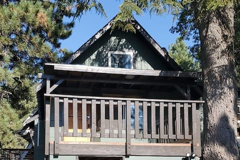 One of a Kind Cabin - A+ Location! - Walk to Lake