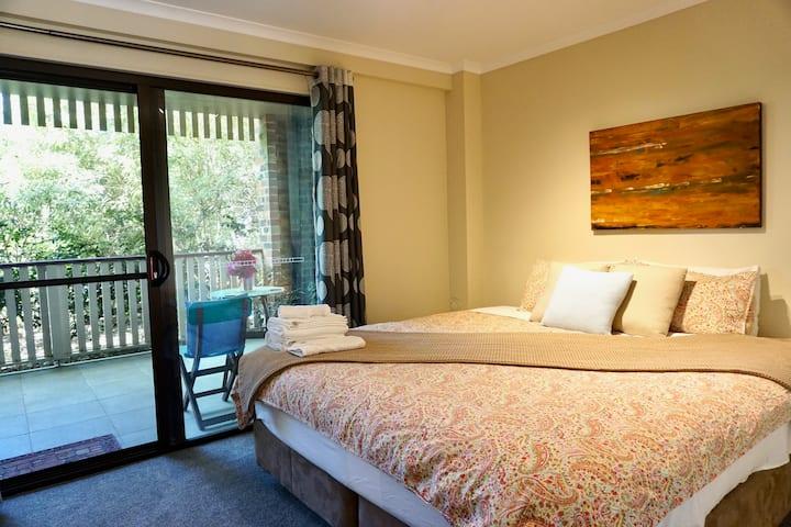 Garden Oasis - modern apartment