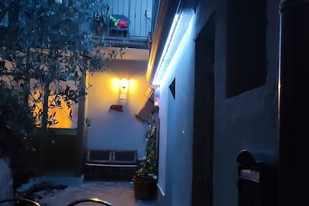 ENTRANCE house area, very lighted =)  ... all around our house Is lit