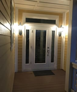 """Middle Level Entry Door (36""""; well lit; accessed via stairs/porch)"""