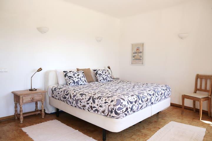 Bedroom 1 has sea view