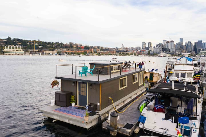 Rock to sleep - Delightful Houseboat in Seattle!