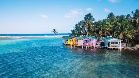 Tabak Caye über dem Wasser Cabana