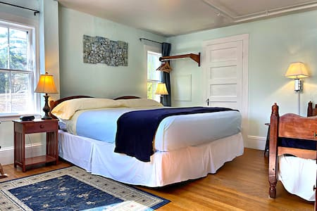Newly renovated room with 1 king size bed and 1 twin size bed