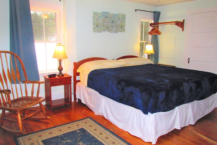 King Room 8 , Free Breakfast,Fishing Pond,Hot Tub