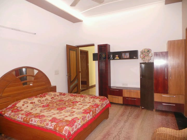 Serene and Secure Stay, AC, TV Private Bathroom