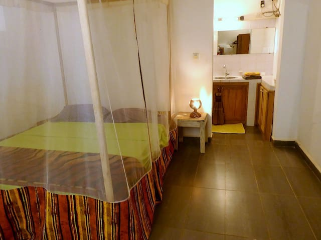 Chambre 1, clim, ventilateur, SDB attenante