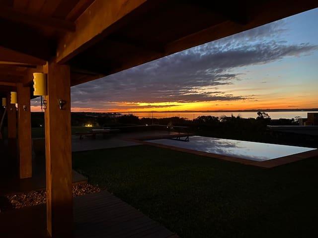 Casa do Pôr do Sol na Represa de Avaré