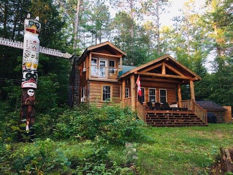 Cozy Four-Season Lakefront Cabin
