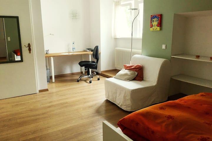 Freundliches Zimmer in EFH, Garten, zentral, ruhig