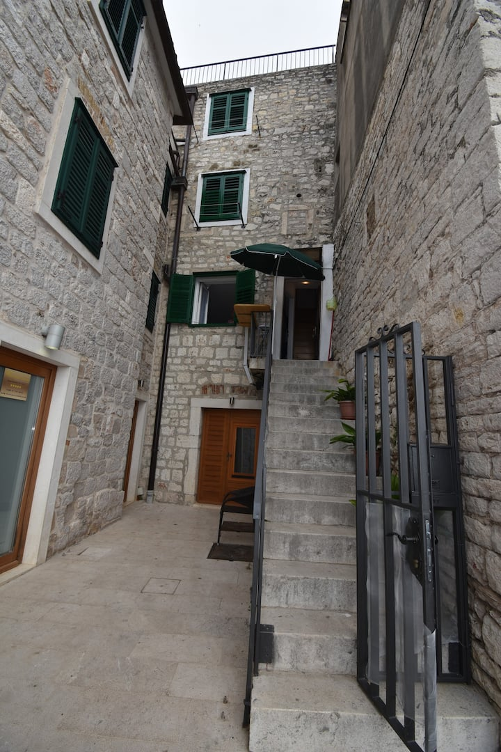 Apartments in stone house in  oldest part  Šibenik