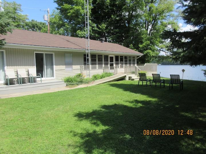 The Kelly Cottage Lakefront Property on Bob's Lake