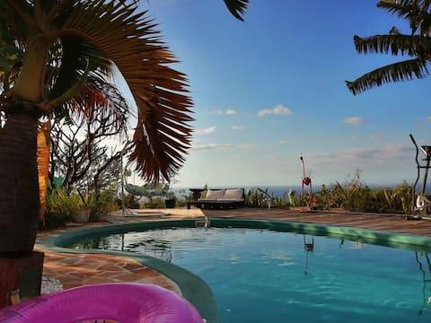 Bungalow cu piscină, vedere la mare și jacuzzi privat