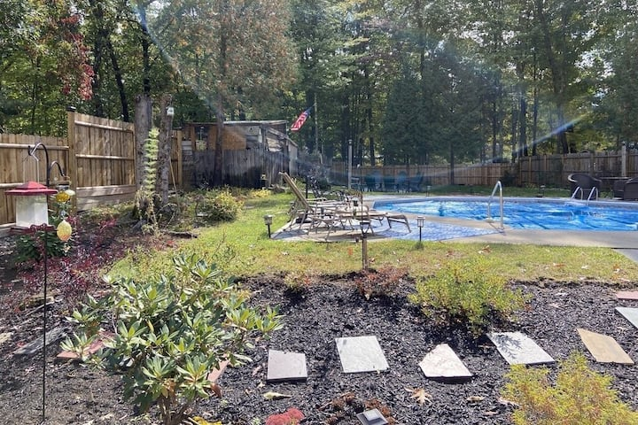 Private Yard & Pool, Close to SPAC,Park & Downtown