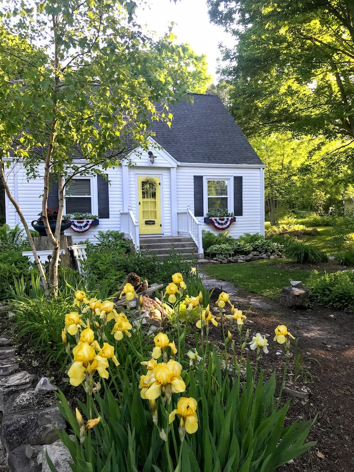 Delightful B&B in-town Door County