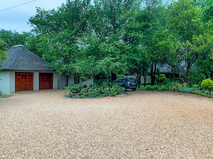 Superb cottage right next to the Kruger!