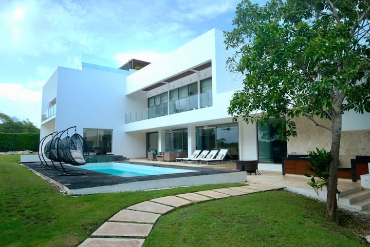 Villa Maya- Your Luxury Mansion on a golf course
