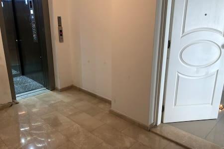 С лифта вход в квартиру