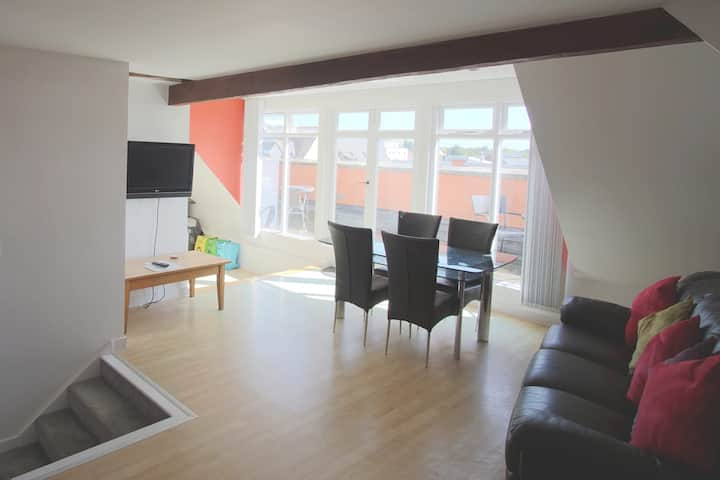 Gorgeous Central 2 Bed with Stunning views