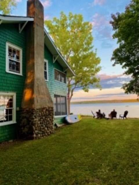 AliCat Cottage secluded lakefront