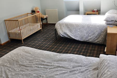Family room-Blacksheep House-22 miles to Edinburgh