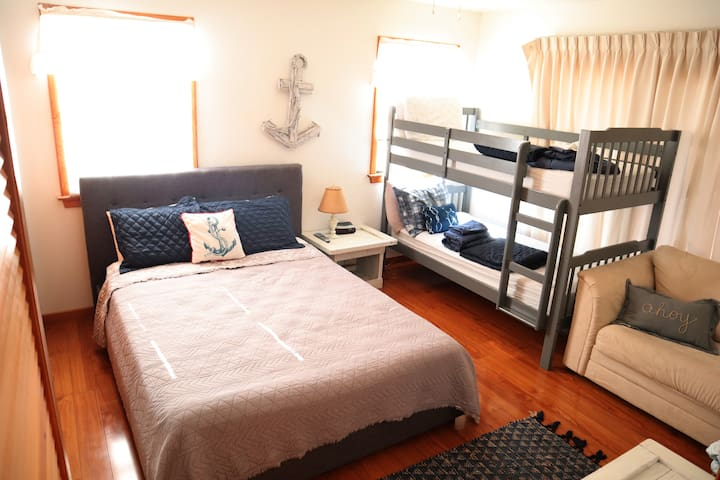 Twin and Queen bunk room