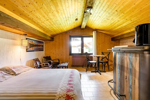 Cozy Lodge with Superb Alpine View