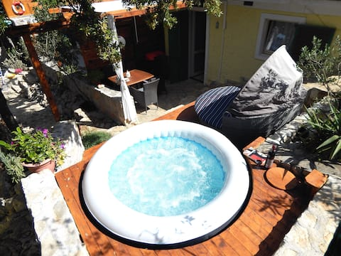 10%OFF for EARLYbirds/ COMFY JACUZZI couple flat