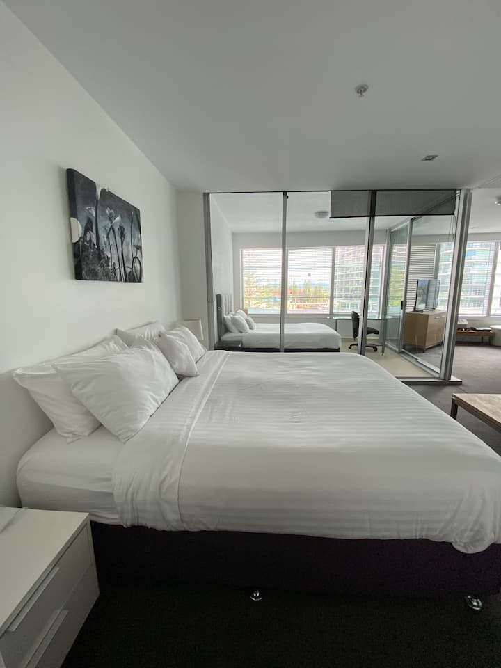BEAUTIFUL Q1  APARTMENT KING & QUEEN BEDS level 4