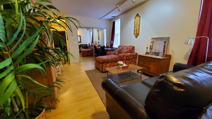An apartment centrally located in Olde City