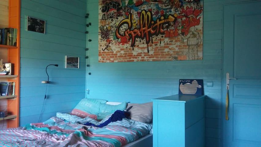 A l'étage, chambre 3 avec lit double