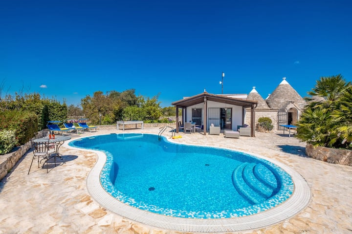 Trullo Olivia with heated pool & Air conditioning