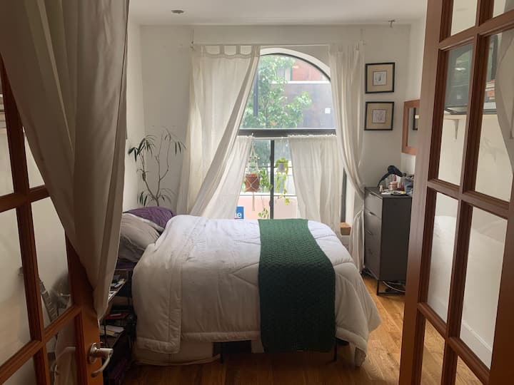 Great Sunny Room In Amazing Bushwick Apartment