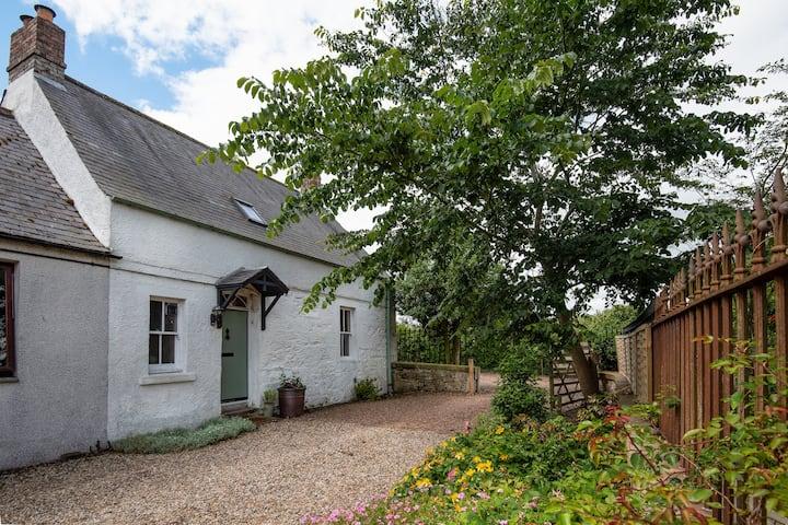 Greenloaning, delightful cottage Scottish Borders