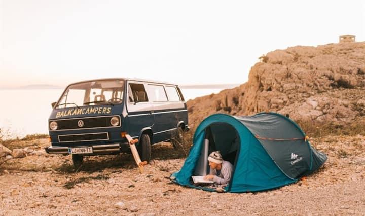 Jaro - Cool & Hip 80' Vintage VW Camper Van