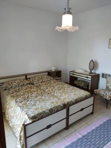 Queen bed in bedroom.
