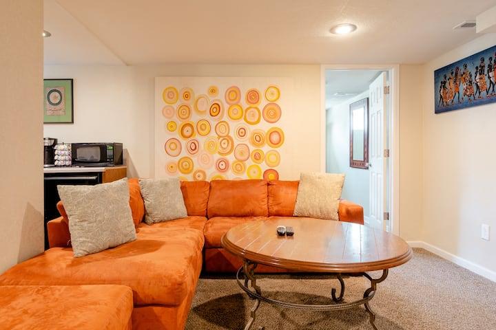 Beautiful Denver Park Hill 2 BR Apartment