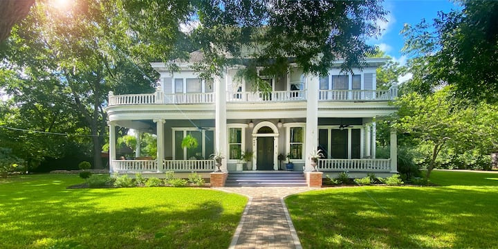 Historic Birdie House Awaits You!