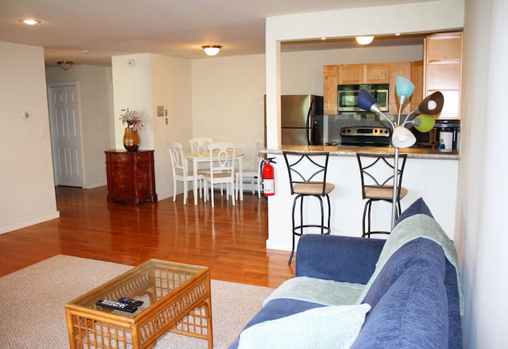 2 blocks to Asbury Beach- pet friendly w/ parking
