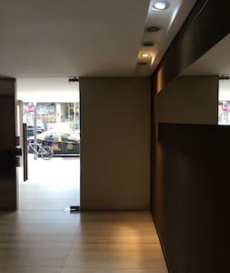 Palier y pasillos con iluminación las 24hs